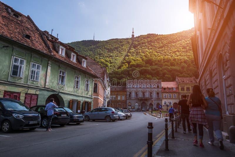 Paesaggio di prospettiva di vecchia città europea Brasov, Romania fotografie stock libere da diritti