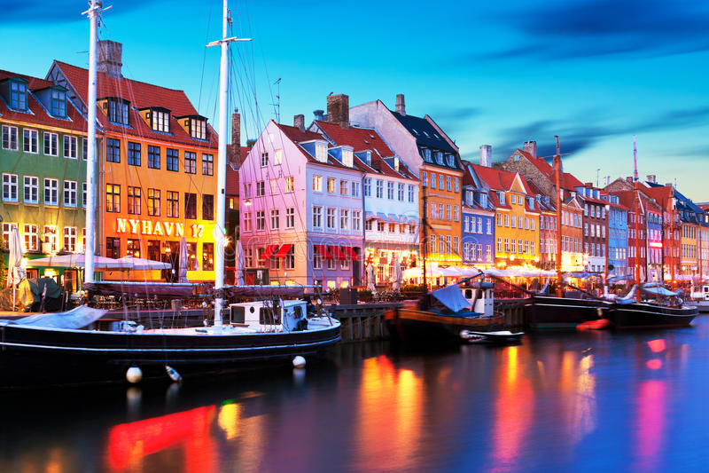 Paesaggio di sera di Nyhavn a Copenhaghen, Danimarca fotografie stock libere da diritti