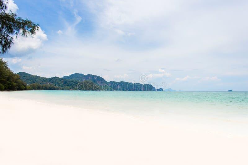 Paesaggio di thara del nopparat di Ao della spiaggia del mare al krabi Tailandia fotografia stock