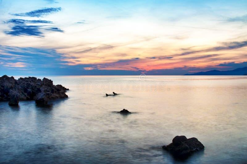 Paesaggio di tramonto in Palinuro, Italia Bella priorit? bassa della natura fotografia stock libera da diritti