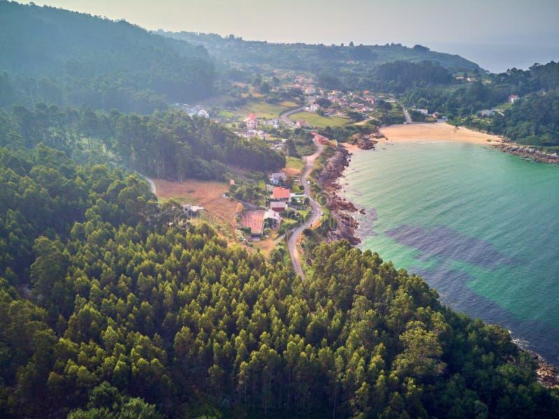 Paesaggio di vista aerea della spiaggia di Chanteiro in Galizia Spagna fotografia stock