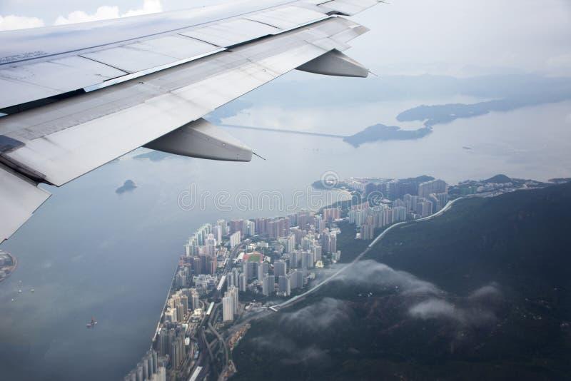 Paesaggio di vista aerea e paesaggio urbano dell'isola di Hong Kong dal volo di Airbus immagini stock libere da diritti