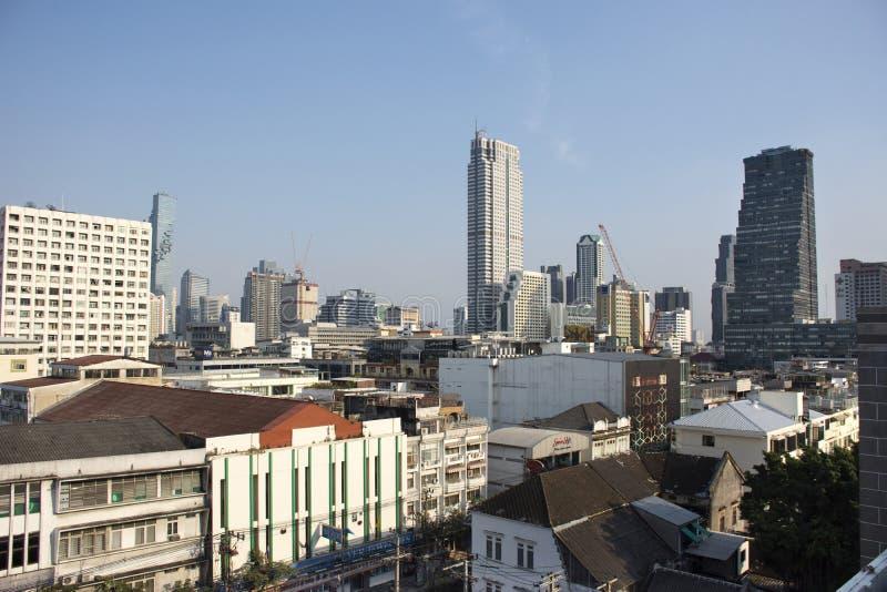 Paesaggio di vista aerea e paesaggio urbano della città di Bangkok dalla posta centrale al distretto di Rak di colpo a Bangkok, T fotografia stock libera da diritti