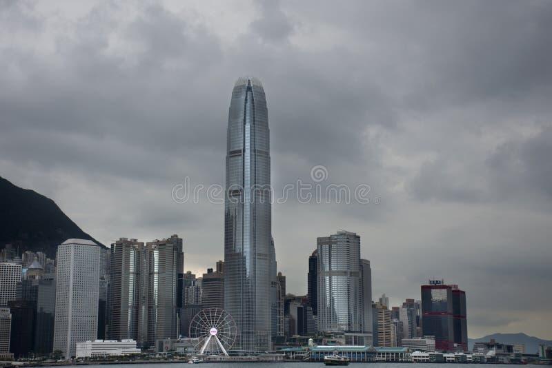 Paesaggio di vista e paesaggio urbano dell'isola di Hong Kong dall'incrocio di traghetto della stella Victoria Harbour all'isola  fotografia stock