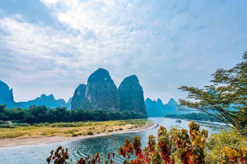 Paesaggio di Yangshuo a Guilin, Cina, paesaggio di giorno fotografia stock libera da diritti