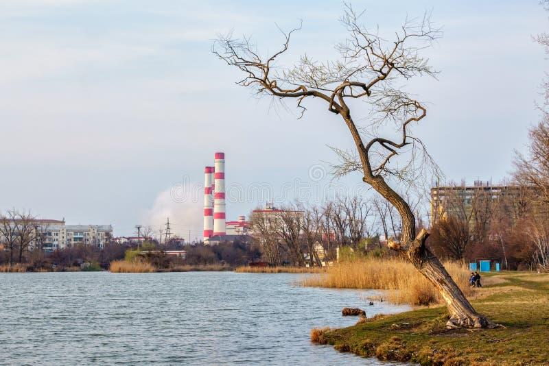 Paesaggio drammatico scenico di autunno della città di ecologia urbana Krasnodar, Russia fotografie stock