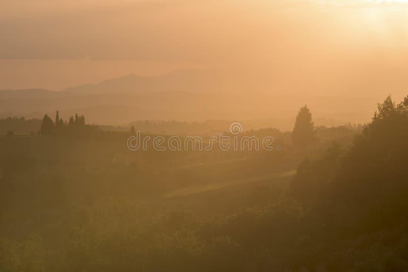 Paesaggio e tramonto toscani immagine stock libera da diritti