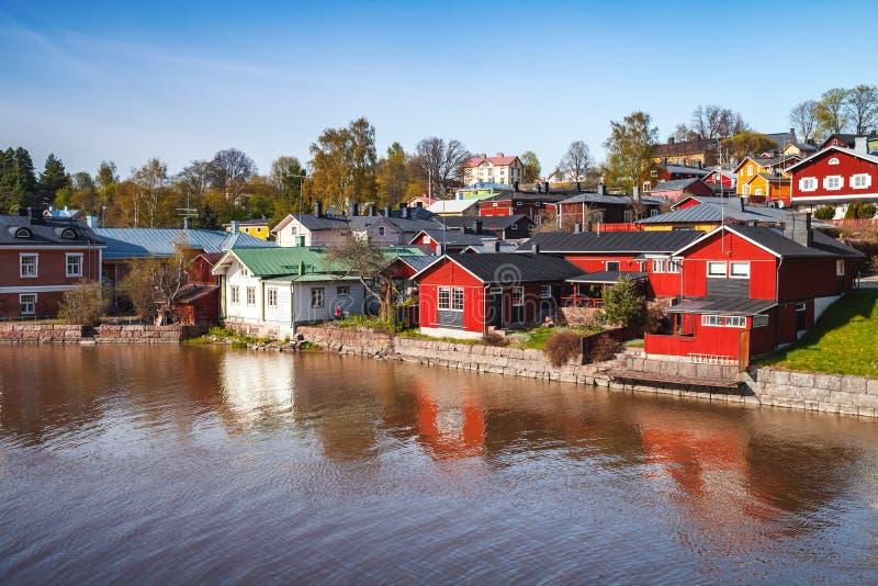 Paesaggio estivo di Porvoo, Finlandia Case di legno fotografia stock libera da diritti
