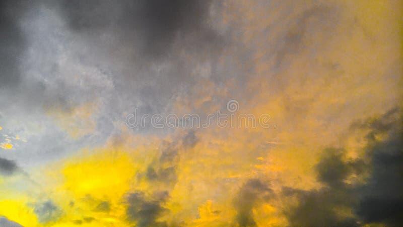 Paesaggio giallo di vista del cielo fotografia stock