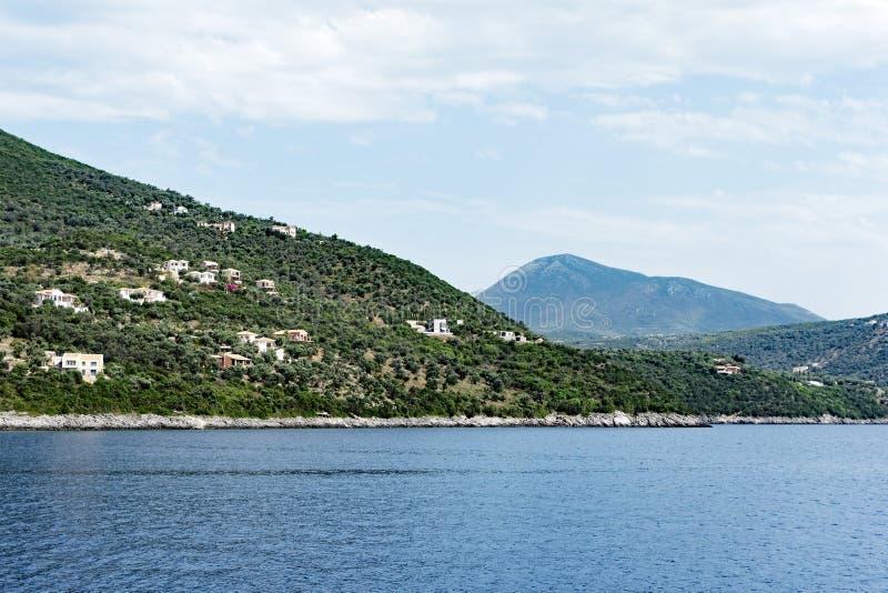 Paesaggio greco dell'isola di Leucade, Grecia, vista dalla barca fotografia stock