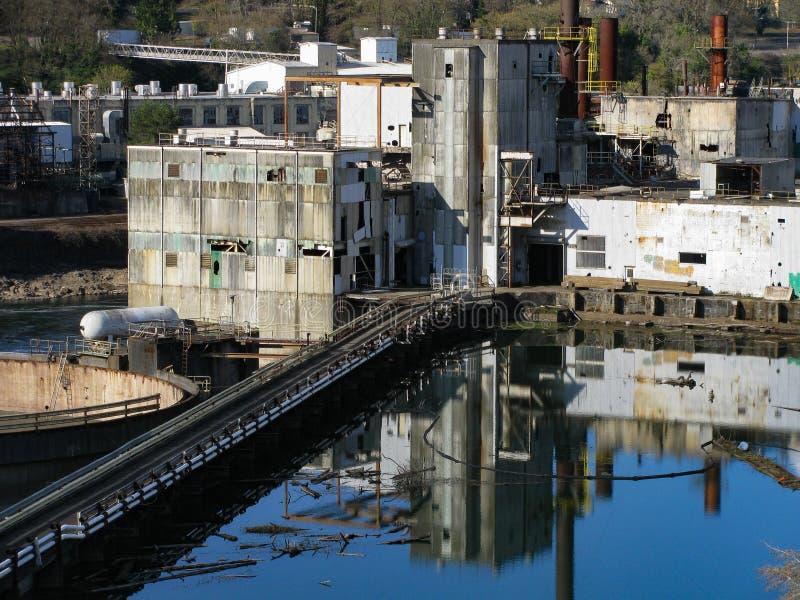 Paesaggio industriale del fiume storico di Willamette immagine stock