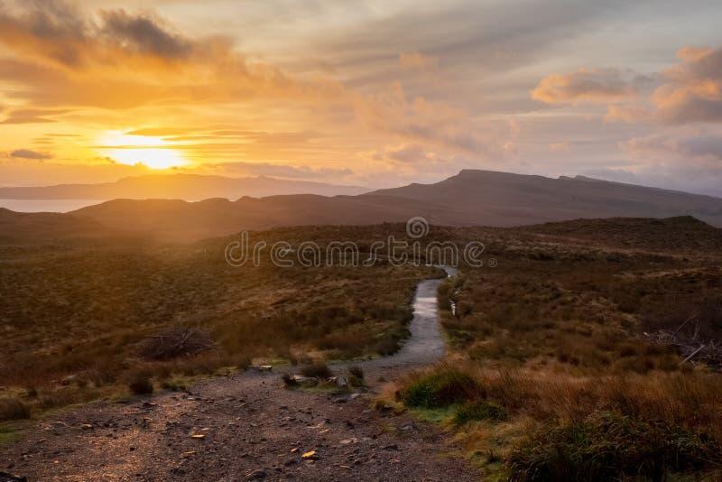 Paesaggio intorno all'uomo anziano di Storr ed alle scogliere di Storr, isola di Skye Scotland, Regno Unito fotografie stock libere da diritti