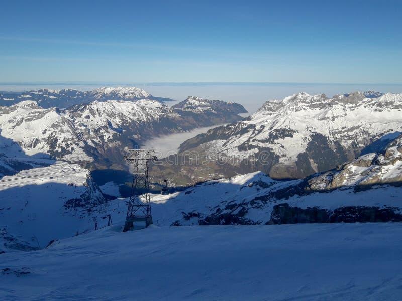 Paesaggio invernale del monte Titlis su Engelberg in Svizzera immagini stock