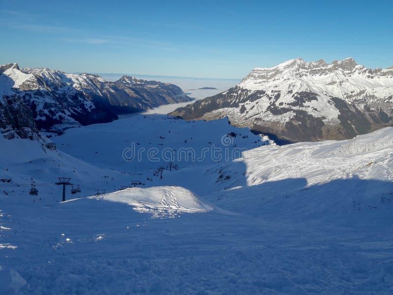 Paesaggio invernale del monte Titlis su Engelberg in Svizzera fotografia stock