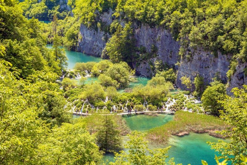 Paesaggio magico favoloso incredibilmente bello con una cascata fotografie stock
