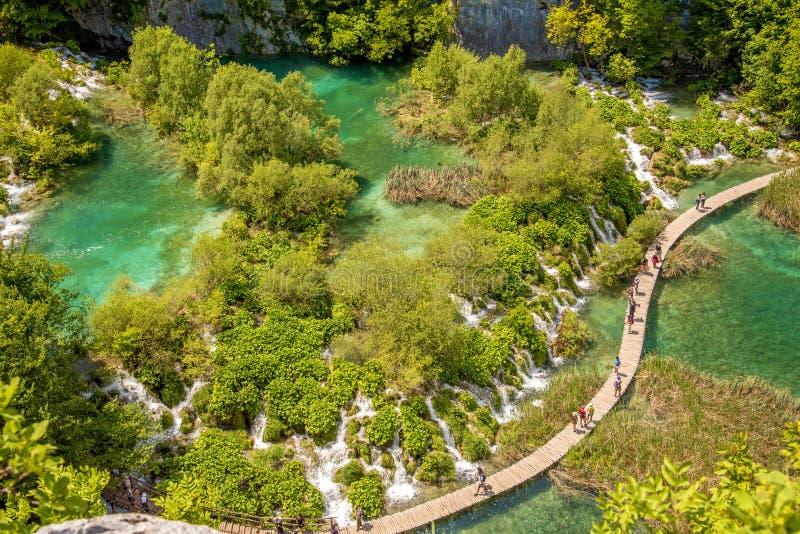 Paesaggio magico favoloso incredibilmente bello con una cascata immagini stock