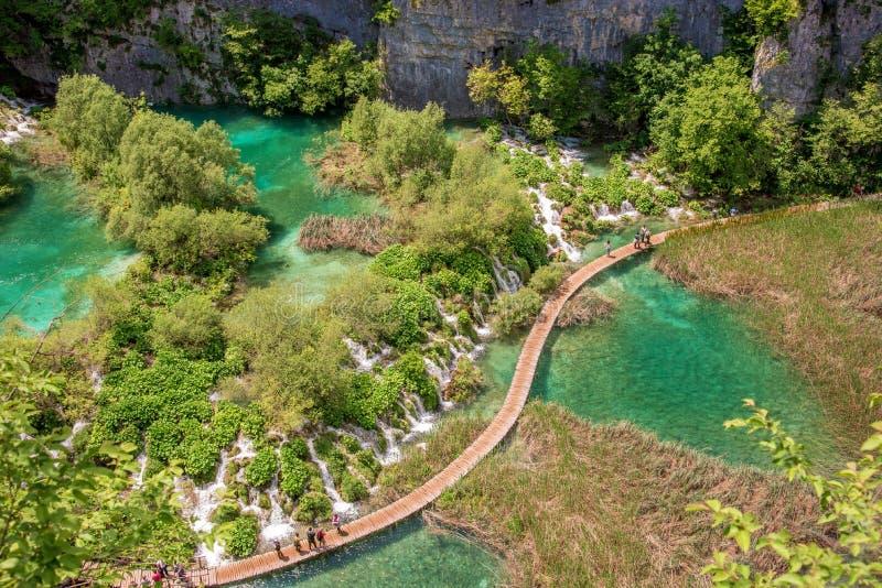 Paesaggio magico favoloso incredibilmente bello con una cascata fotografia stock