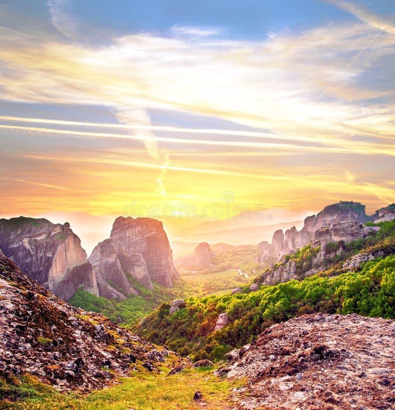 Paesaggio magico magnifico nella valle famosa della meteora fotografia stock libera da diritti