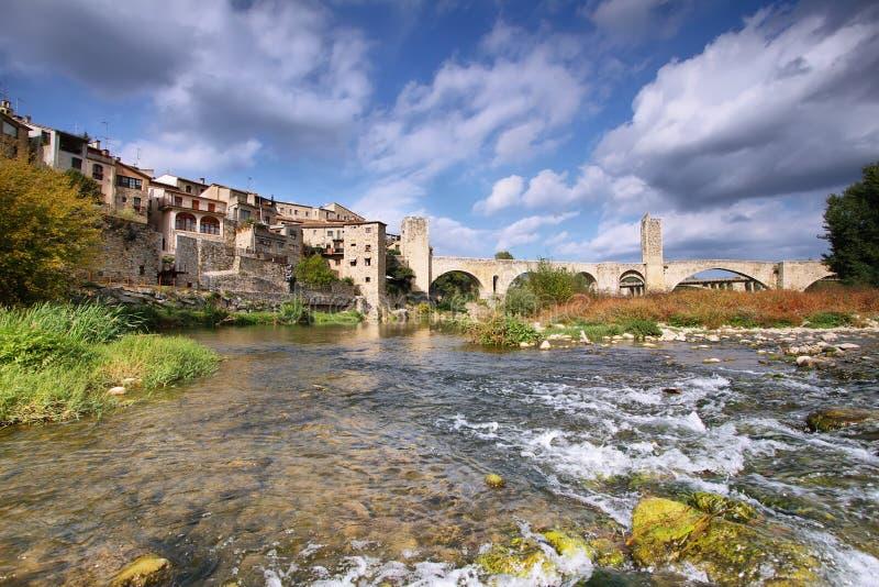 Paesaggio medievale del villaggio di Besalu fotografia stock libera da diritti