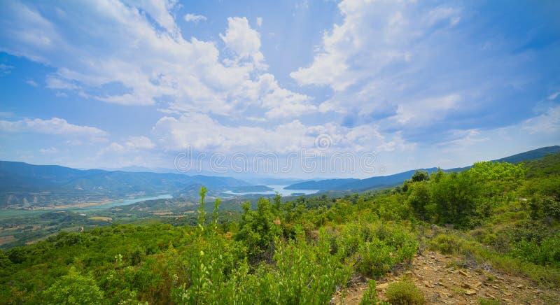 Paesaggio mediterraneo delle colline della penisola del Peloponneso fotografia stock libera da diritti