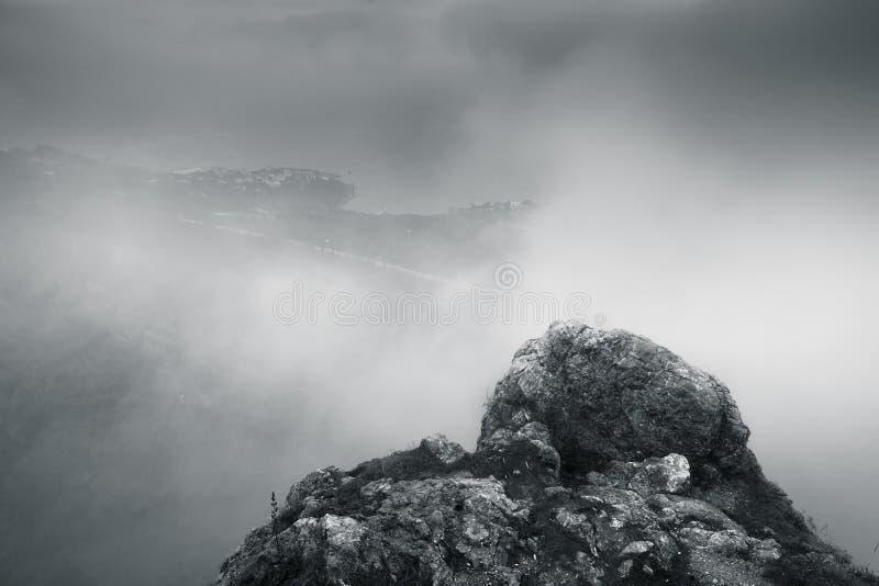 Paesaggio monocromatico della montagna di Foros immagini stock libere da diritti