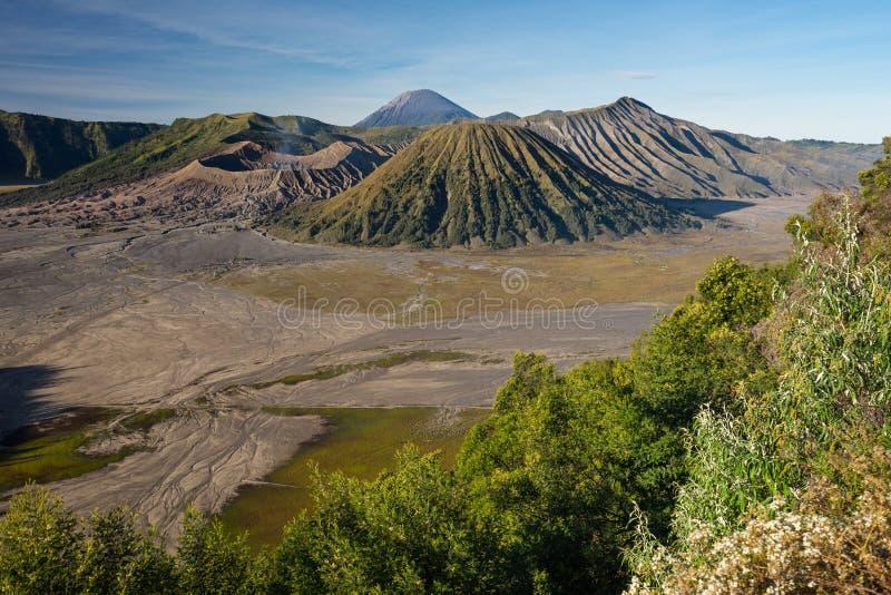 Paesaggio montagna del vulcano di Bromo, di Batok e di Semeru, Jav orientale immagini stock