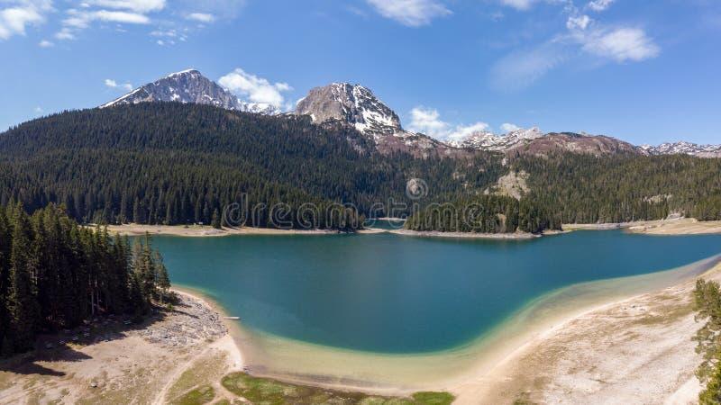 Paesaggio naturale Mountain Lake Vista aerea sul lago nero in parco nazionale Durmitor montenegro immagini stock
