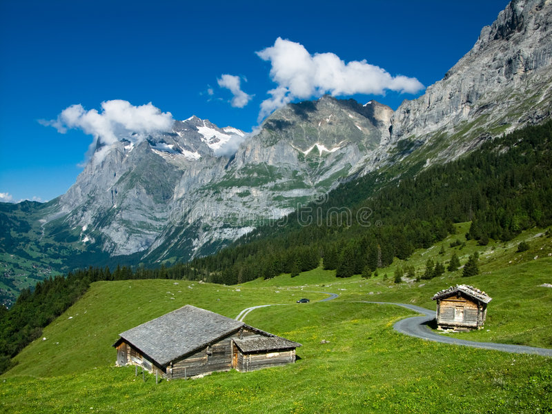Paesaggio nelle alpi della Svizzera immagini stock