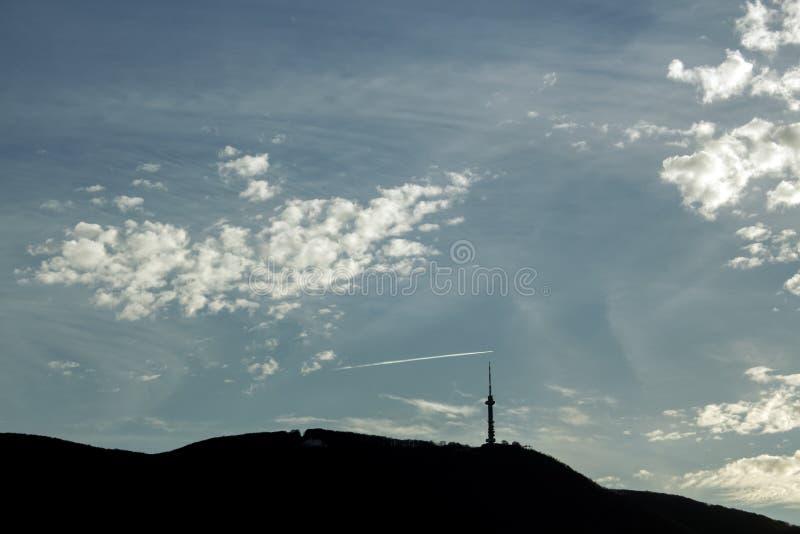 Paesaggio nuvoloso sopra la montagna fotografia stock libera da diritti