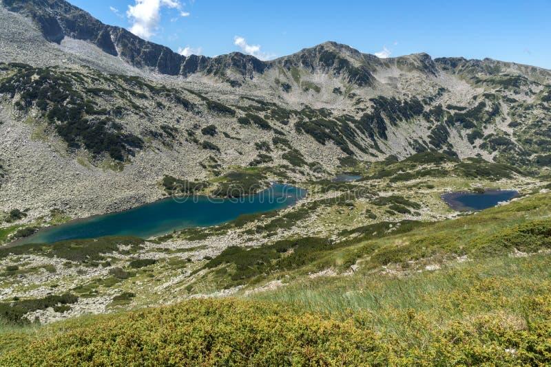 Paesaggio panoramico con Dalgoto il lago lungo, montagna di Pirin, Bulgaria immagine stock libera da diritti