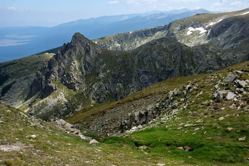 Paesaggio panoramico vicino ai sette laghi Rila, Bulgaria immagini stock
