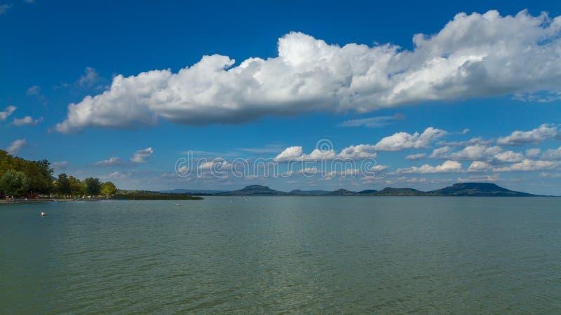Paesaggio piacevole dall'Ungheria, il Balaton immagine stock