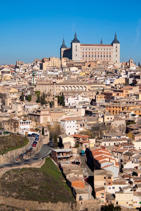 Paesaggio piacevole della citt? di Toledo un giorno soleggiato con cielo blu piacevole fotografia stock libera da diritti