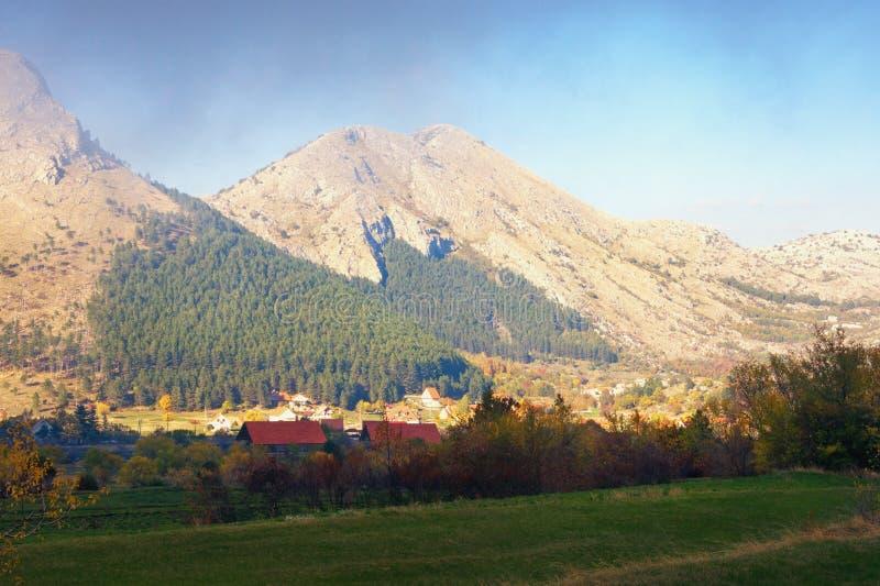 Paesaggio pittoresco della montagna di autunno Il Montenegro, parco nazionale di Lovcen fotografia stock