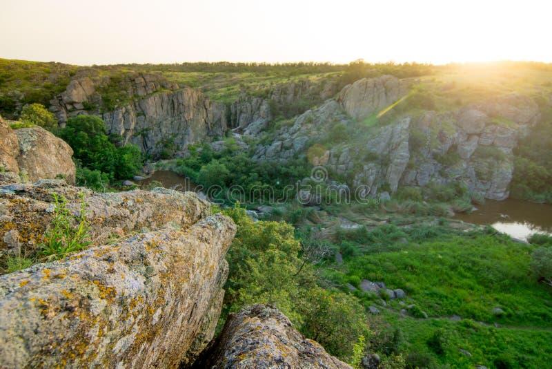 Paesaggio roccioso sul tramonto con luce morbida fotografia stock libera da diritti