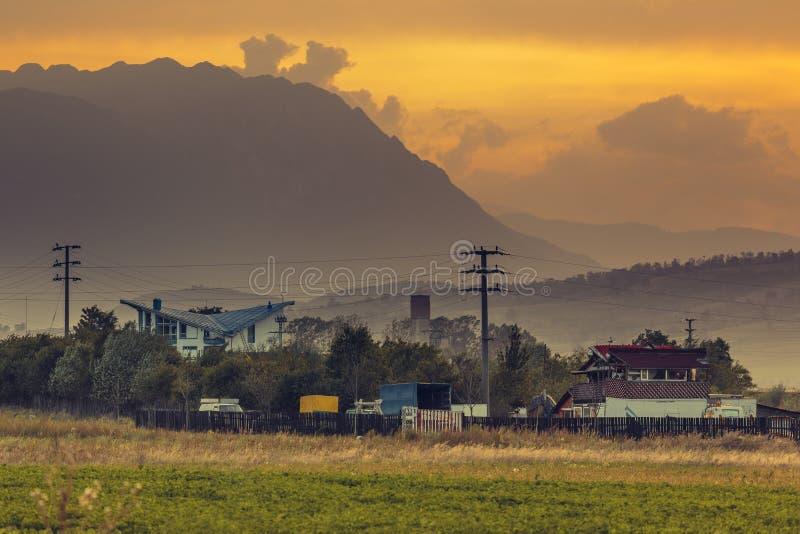 Paesaggio rurale al tramonto immagini stock