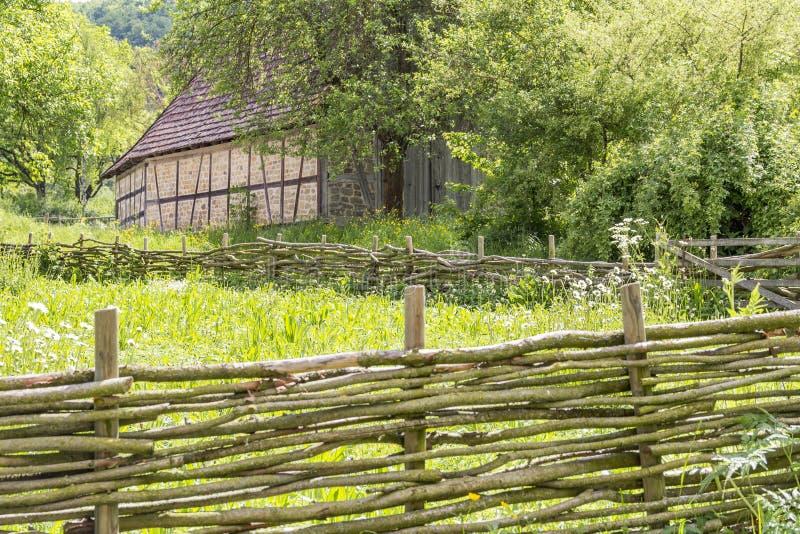 Paesaggio rurale con il granaio fotografia stock libera da diritti