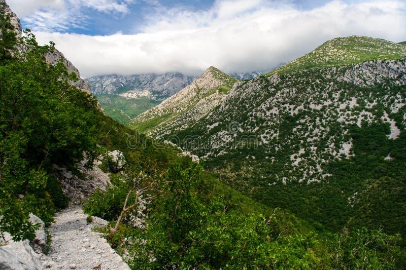 Paesaggio scenico della montagna fotografia stock libera da diritti