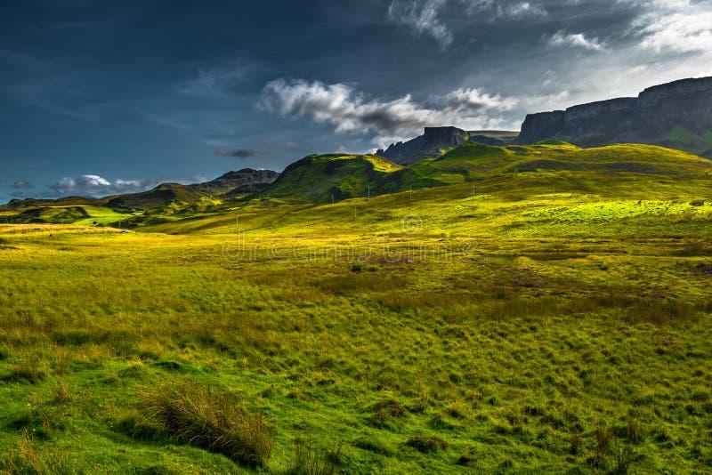 Paesaggio scenico della montagna all'uomo anziano di formazione di Storr sull'isola di Skye In Scotland immagine stock