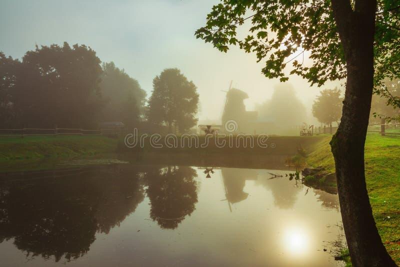 Paesaggio scenico di alba della campagna fotografia stock