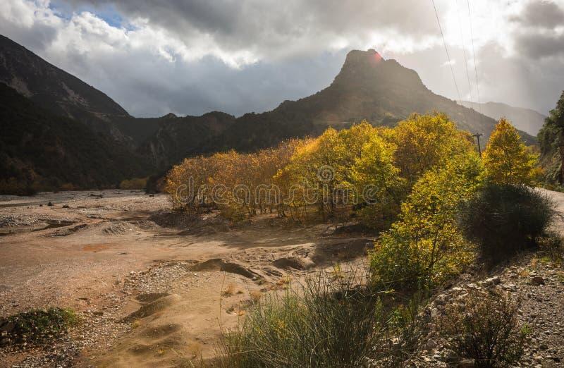 Paesaggio scenico di autunno della montagna, Grecia fotografia stock