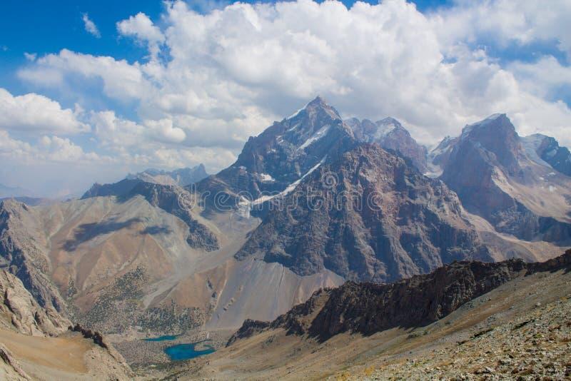 Paesaggio scenico in montagne del fan in Pamir, Tagikistan fotografia stock libera da diritti
