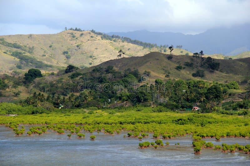 Paesaggio splendido di catena montuosa e della palude dell'acqua salata immagine stock libera da diritti