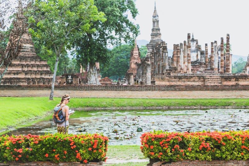 Paesaggio storico del parco di Sukhothai la maggior parte di bello parco storico del tempio che è sito del patrimonio mondiale de fotografia stock