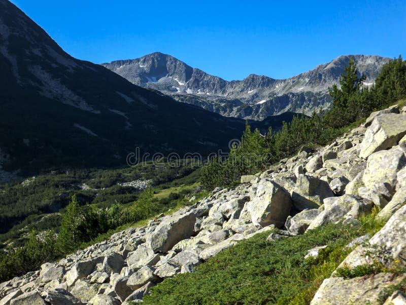 Download Paesaggio Stupefacente Con Il Picco Di Banderishki Chukar, Montagna Di Pirin Fotografia Stock - Immagine di naturalizzato, parco: 117981308