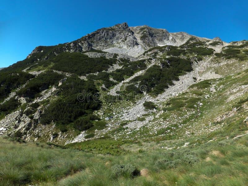 Download Paesaggio Stupefacente Dall'itinerario A Scalare Un Picco Di Vihren, Montagna Di Pirin Fotografia Stock - Immagine di nave, ricreazione: 117981570