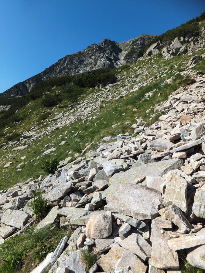 Download Paesaggio Stupefacente Dall'itinerario A Scalare Un Picco Di Vihren, Montagna Di Pirin Fotografia Stock - Immagine di eredità, roccie: 117981654