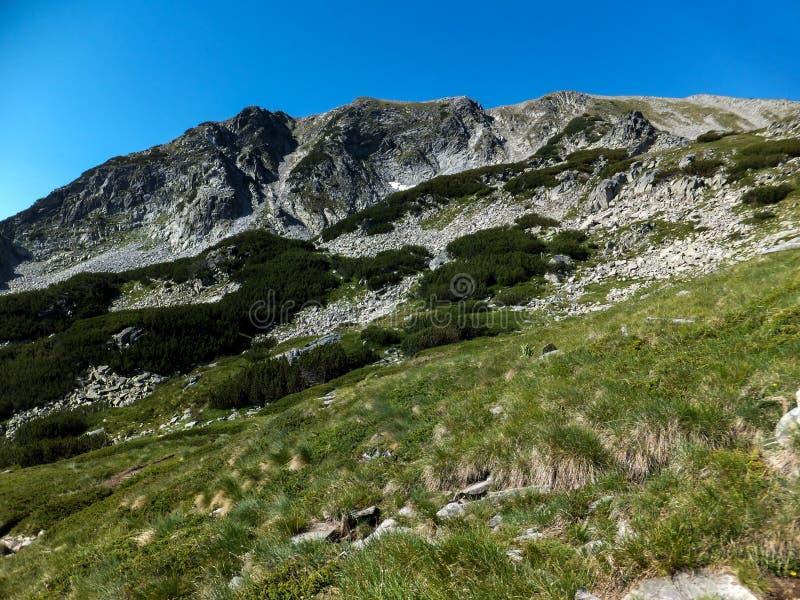 Download Paesaggio Stupefacente Dall'itinerario A Scalare Un Picco Di Vihren, Montagna Di Pirin Immagine Stock - Immagine di riserve, naturalizzato: 117981719