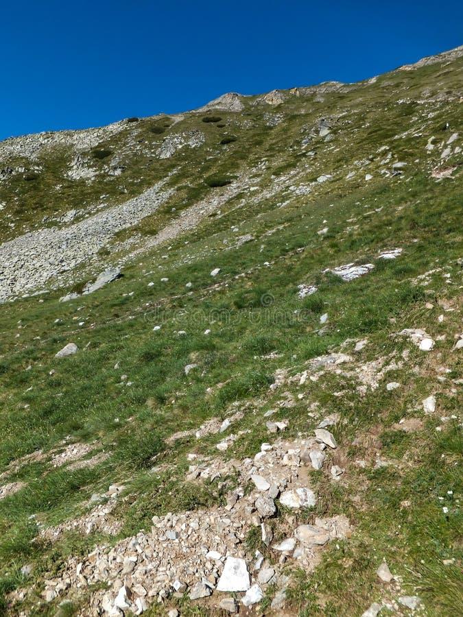 Download Paesaggio Stupefacente Dall'itinerario A Scalare Un Picco Di Vihren, Montagna Di Pirin Fotografia Stock - Immagine di panorama, itinerario: 117981830