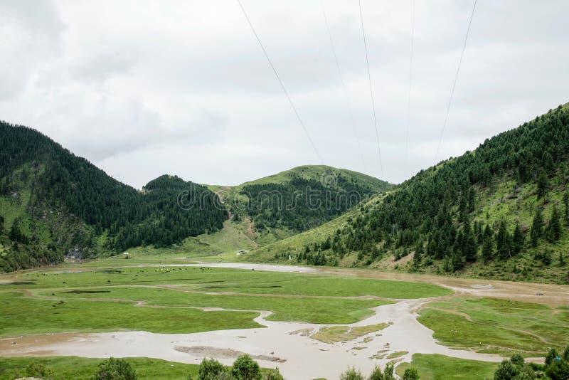 Paesaggio sulla strada principale di Sichuan in Cina fotografia stock